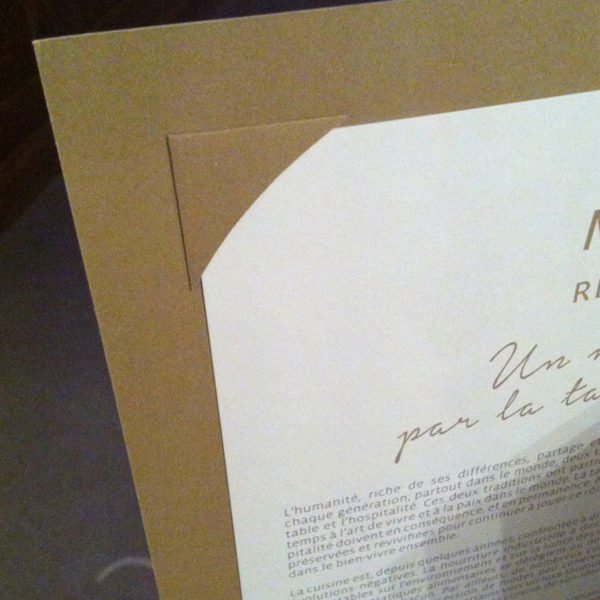 angle-papier-tenue-page-menu-restaurant