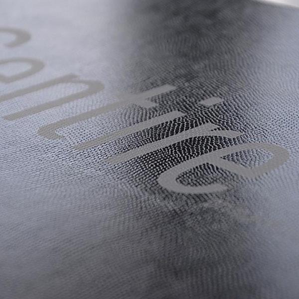imprimerie-savoie-papier-texture-serpent-ecaille-animal-sensation-tactile-reflet-1