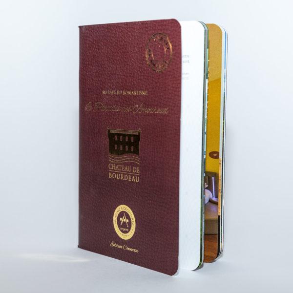 Brochure-comme-passeport-connecte-Chateau-de-Bourdeau
