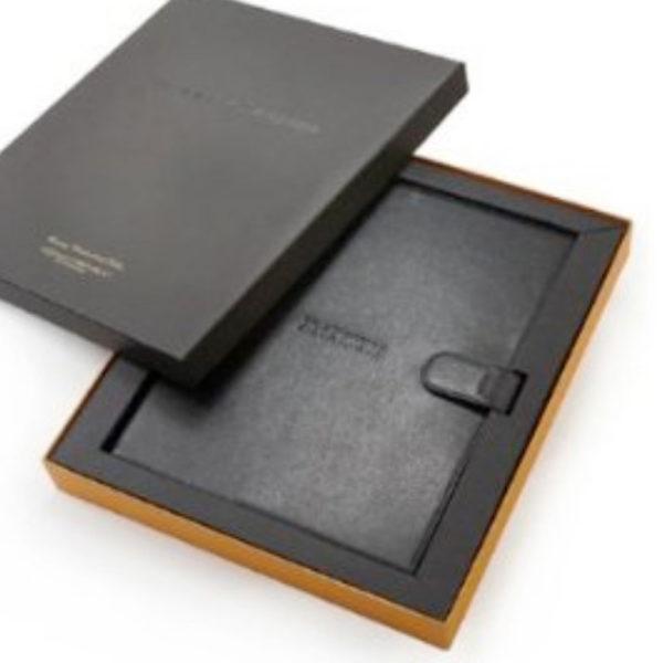 Coffret-brochure-cuir-sur-mesure