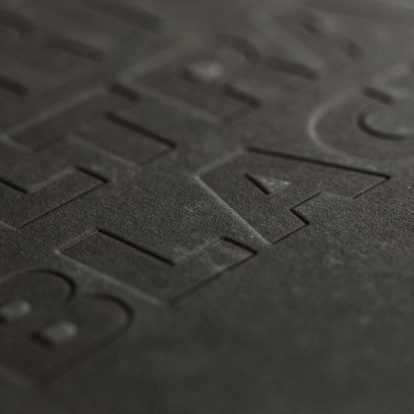debossage-gaufrage-papier-noir