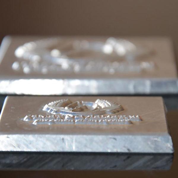 dorure-galbe-outil-magnesium-cliche-imprimerie-haut-de-gamme-noble