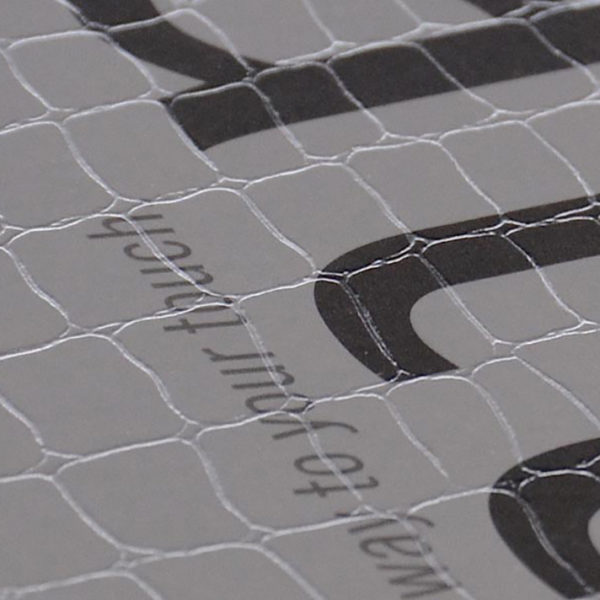 imprimerie-savoie-papier-texture-serpent-ecaille-animal-sensation-tactile-reflet-2