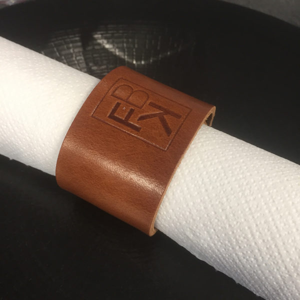 personnalisation-rond-serviette-cuir-sur-mesure
