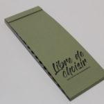 devant d'un nuancier en papier environnemental vert